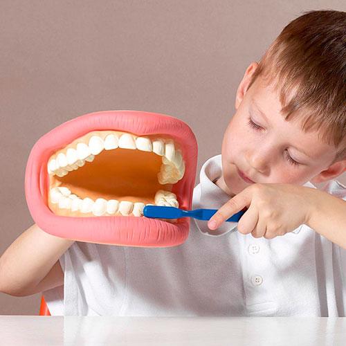 Профессиональная чистка зубов у детей в Воронеже